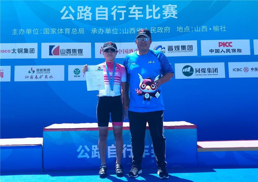 海口飞火轮俱乐部创历史!杜传艺夺二青会公路自行车赛52公里个人赛银牌