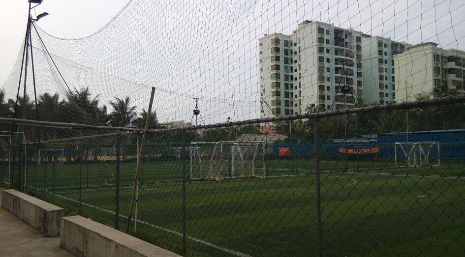 海甸岛三西路心灵足球场