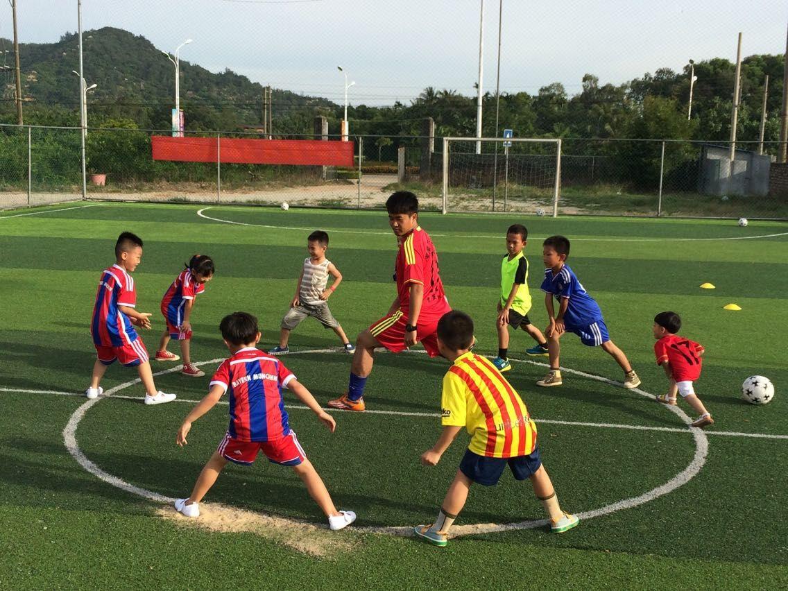 博龙万宁望海足球培训改变家长传统学习认识