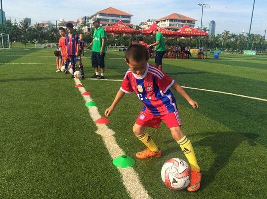 第二春足球培训班正式开课