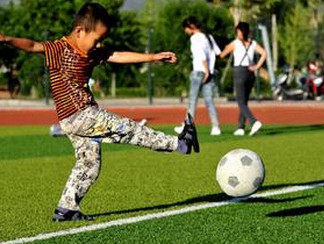 中国足球萎靡不振 为何还要让孩子去踢球