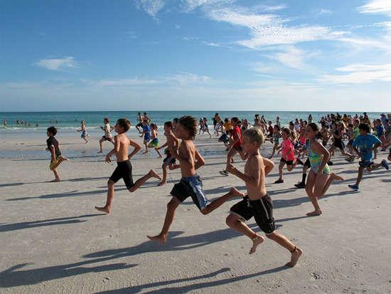 【海口】2015年海口国际沙滩马拉松入驻海南欢乐节