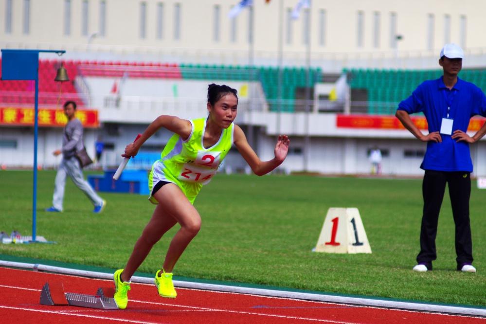【田径】2015年海南省中学生运动会田径赛结束:三亚市教育局获总成绩第一 高方月、郭海山破两项记录