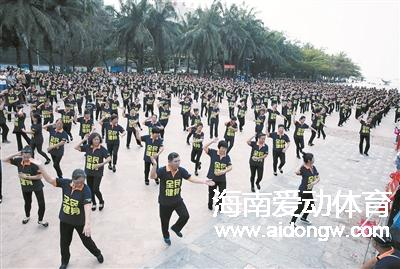 舞起来!!三亚千名舞者齐跳《广场style》