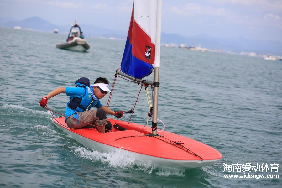 海帆赛topper对抗赛结束 小帆友驾船与大风抗衡