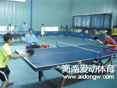 三亚市学生球类运动会全面开打  上百名中小学生角逐乒乓球羽毛球赛