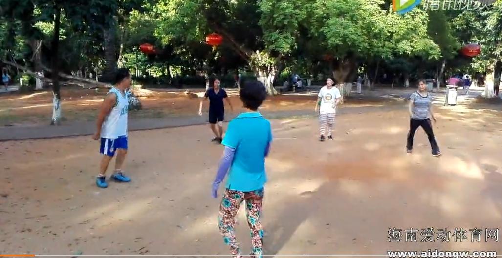 【视频】全民健身公园踢毽子