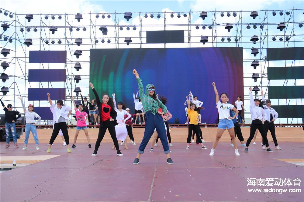 2016年海南省全民健身运动会开幕式彩排 400名演职人员顶酷暑躲大雨无怨言