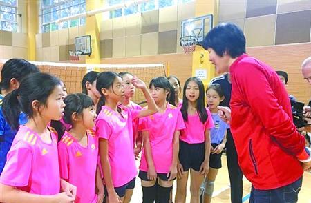 郎平:普及排球应该从校园开始|海南欲建立完整排球培训体系 校园排球不可忽视