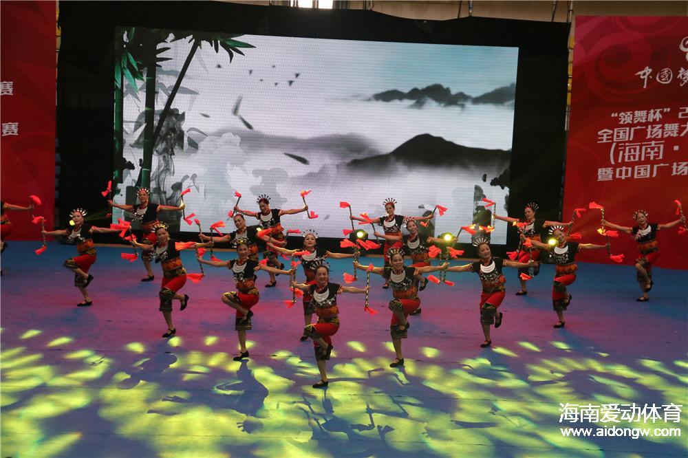 2016年全国广场舞大赛总决赛:场上精彩连连 场下故事多多