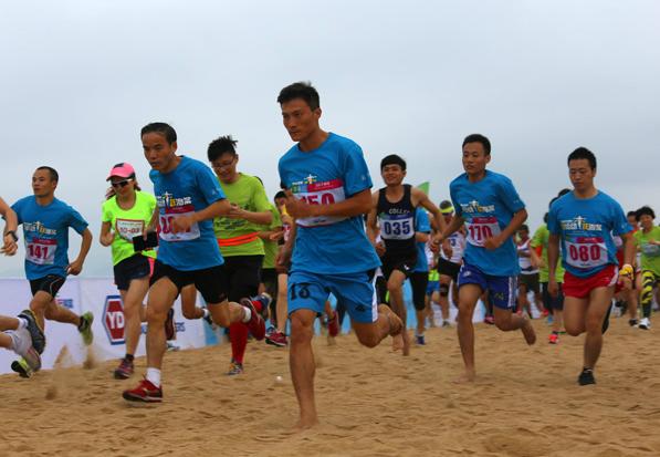 三亚海棠湾沙滩   半程马拉松迎新开跑