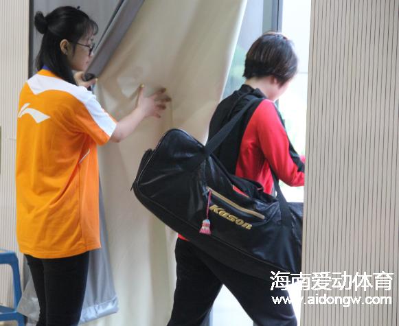 2017中国(陵水)国际羽毛球挑战赛志愿者:用行动证明对陵水的关爱 只为呈现更好的赛事服务