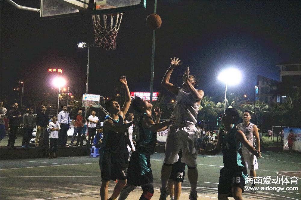 """""""会友杯""""篮球赛小组赛接近尾声  11支球队率先出线"""