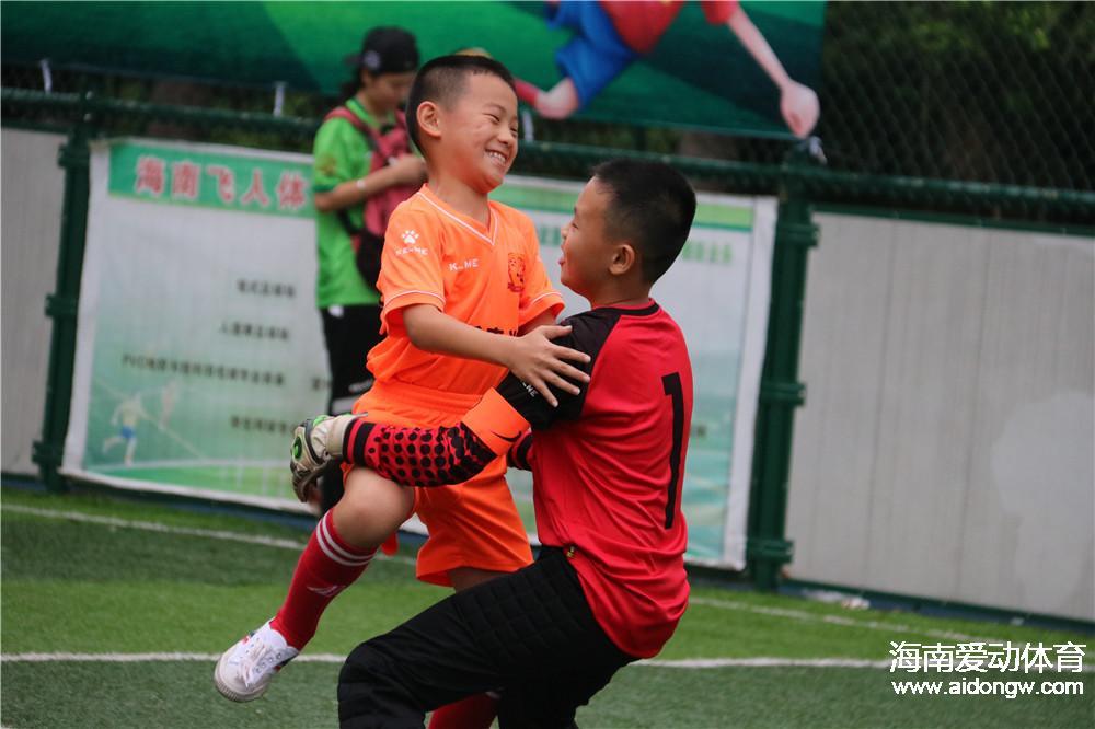 虎跃足球俱乐部激战省U10足球赛 小球员学会包容享受快乐