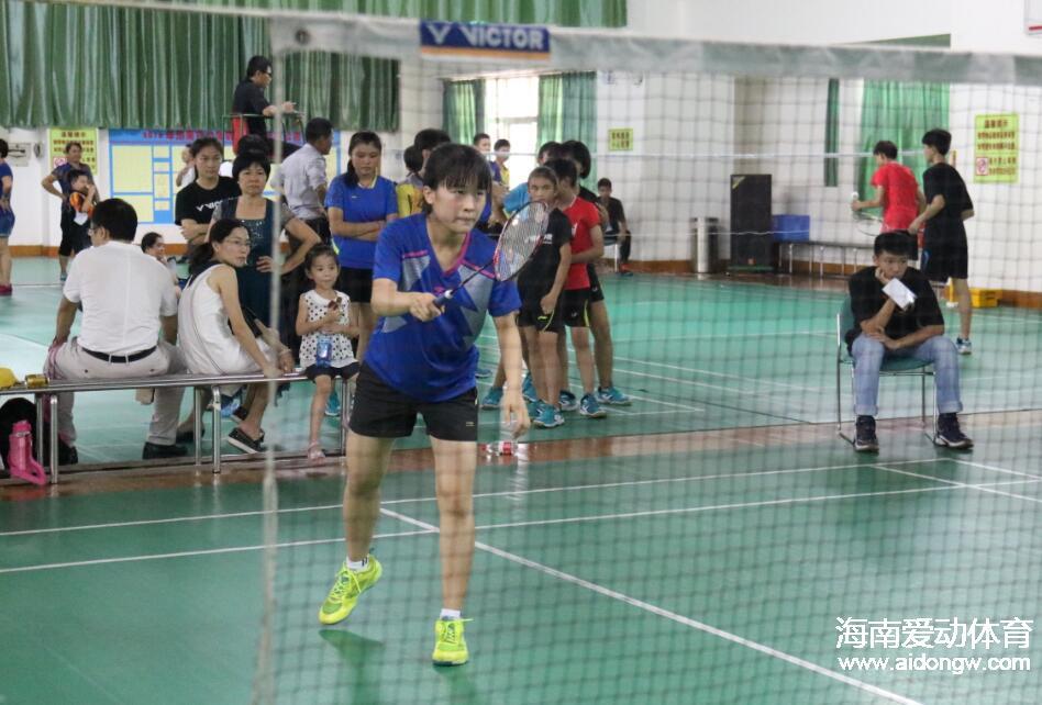 """""""陵水杯""""2017年海南省少年羽毛球锦标赛8日挥拍 12支队伍参赛"""