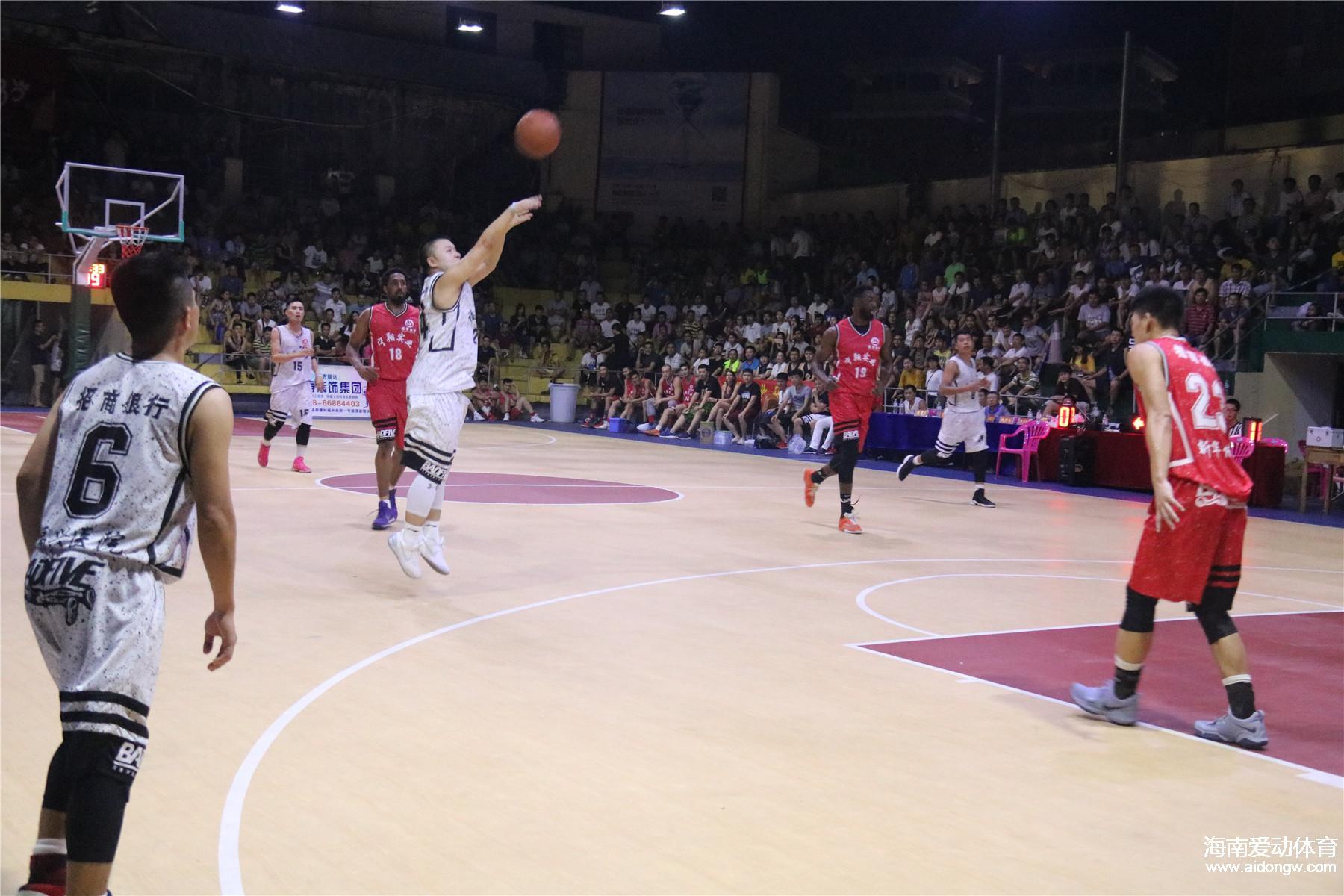 【视频】海口市篮球联赛友谊赛:海口篮协VS招商银行