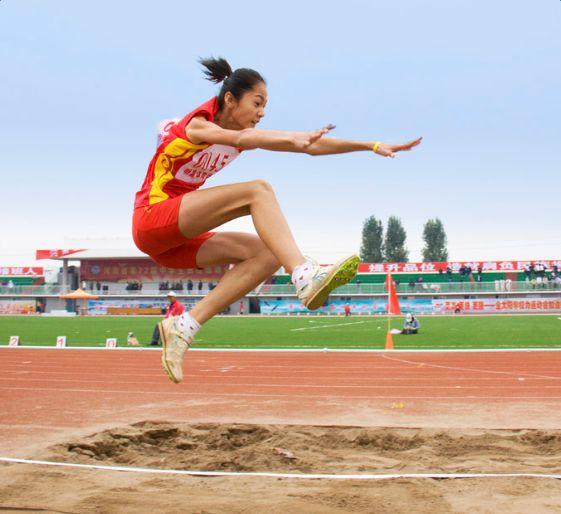 全国传统项目学校田径联赛在川举行 海南选手符诗璟夺得乙组女子跳远冠军