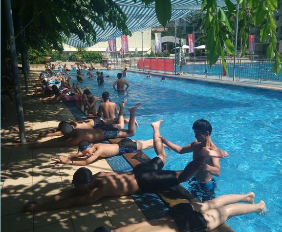 """海口亲水节""""酷爽一夏""""游泳技能培训(二期)火热开展中 你家孩子学游泳了吗?"""