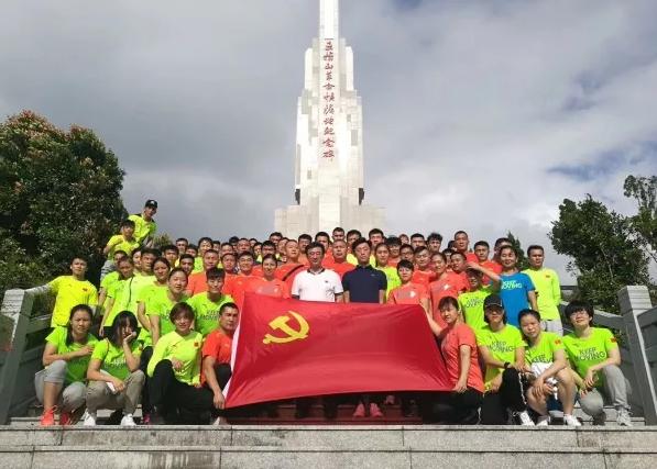 中国拳击国家集训队参观海南五指山革命根据地纪念园!