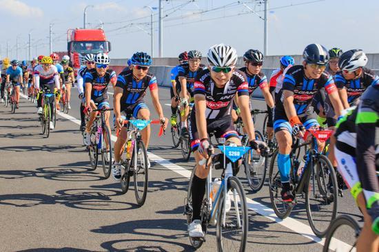 260公里海南欢乐骑完赛 体育+旅游新方式体验国际旅游岛