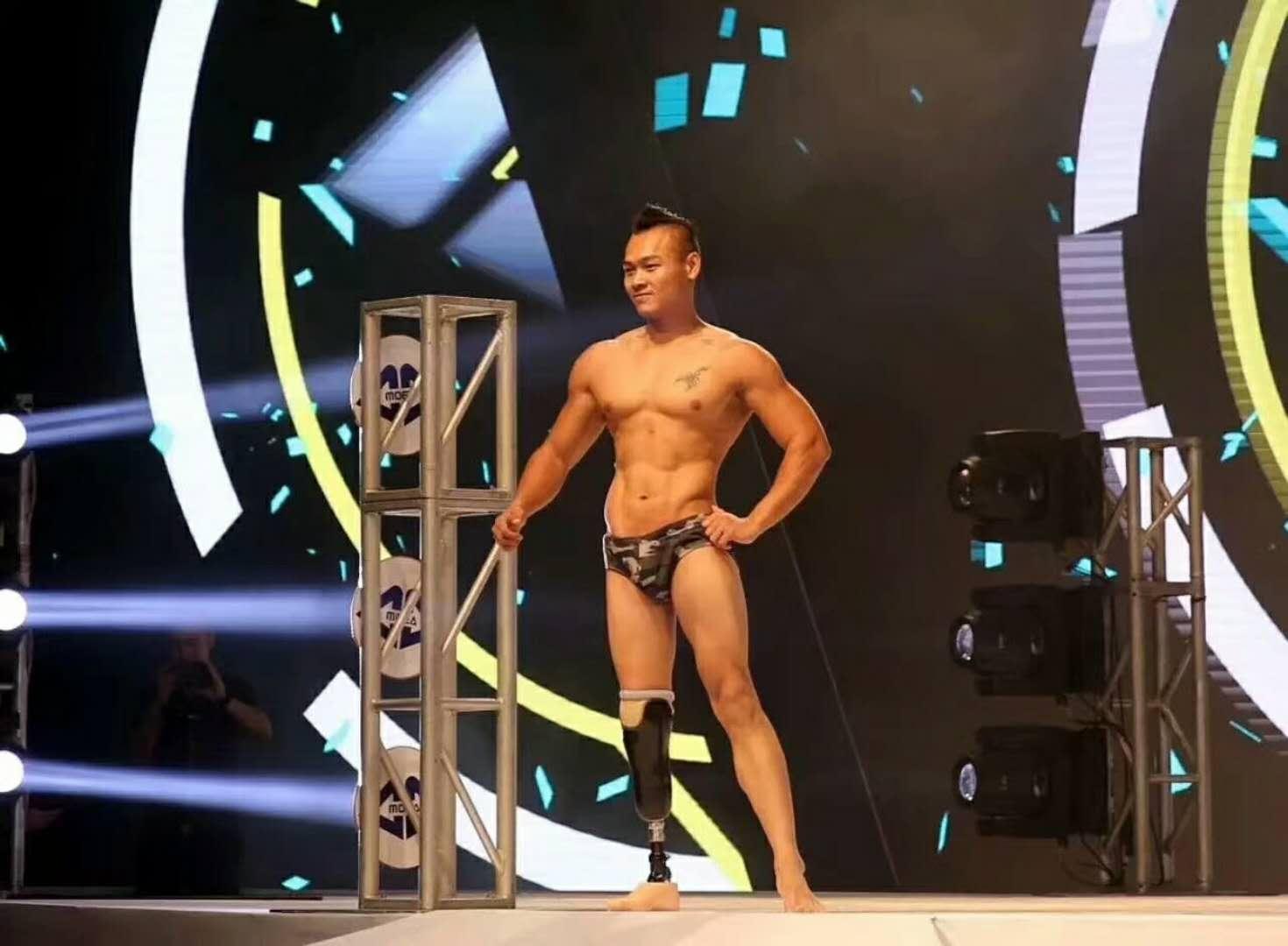 中国首位独腿小伙站上健美健身舞台 愿望是给父母买上一套房 | 体育人的一天(9)