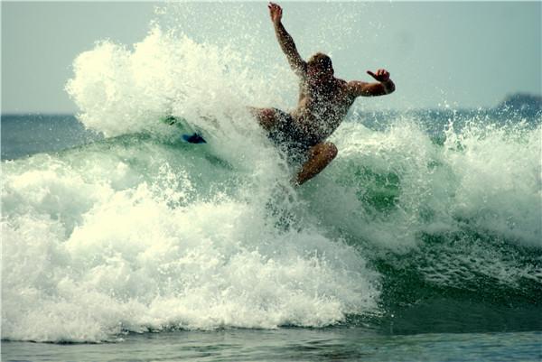万宁国际冲浪赛明日开赛 带你感受冲浪的刺激