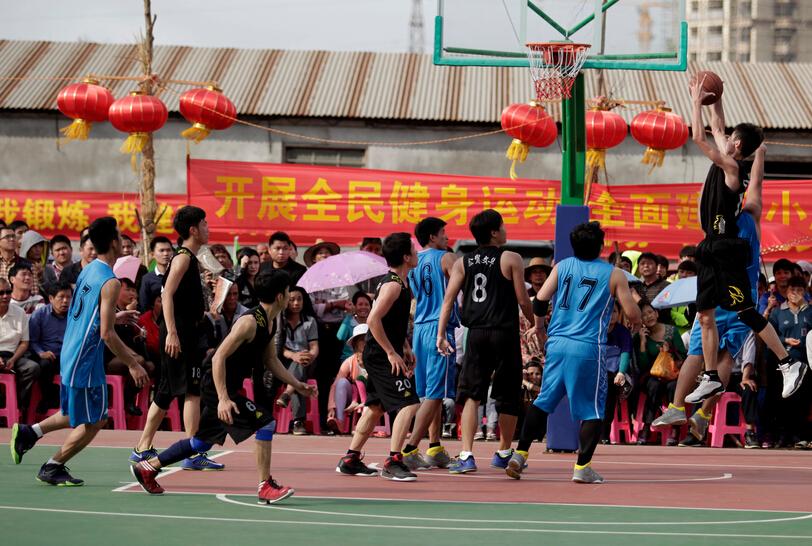 """【视频】第十四届秀英""""迎春杯""""篮球赛 业里村71:50周仁村"""