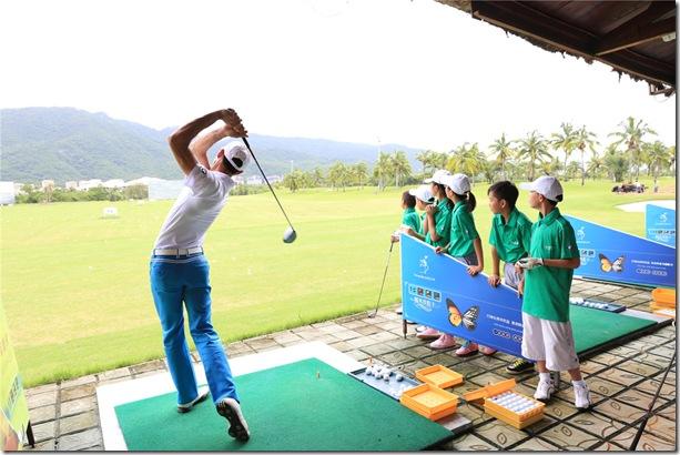 省青少年高尔夫球巡回赛 三公里站开杆