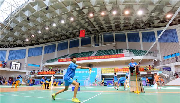 澄迈青少年体育后备人才培训基地建立    张宁羽毛球培训基地授牌