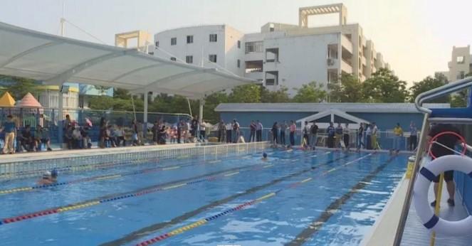 琼海今年投资3760万元建设20座学校游泳池  每个镇至少拥有1个游泳池