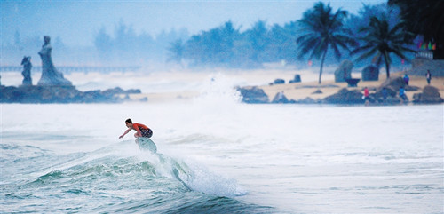 日月湾冲浪运动的兴起和火热  见证万宁体育产业蓬勃发展