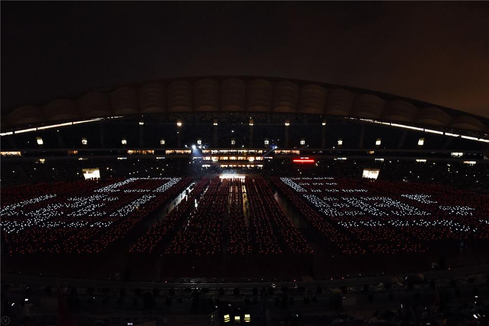 【图集】庆祝海南建省办经济特区30周年万人竹竿舞表演