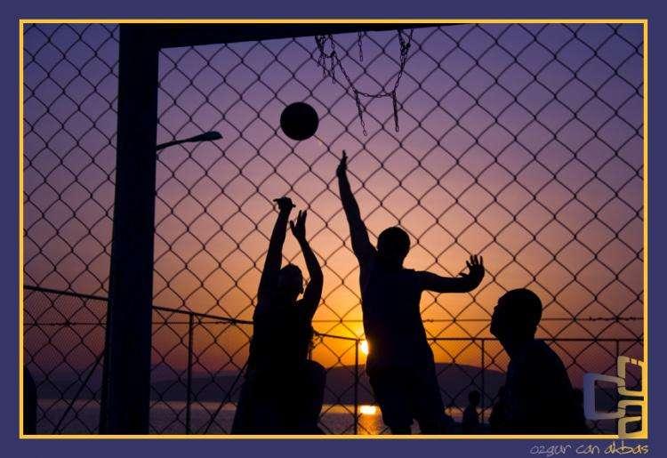 英雄机长刘传建生活也是篮球爱好者 和爱动君一起了解篮球运动的好处