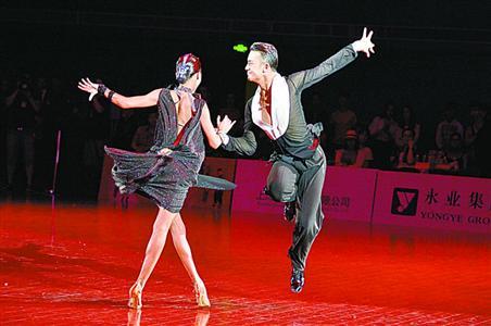 三亚代表队角逐 2018上海国际体育舞蹈公开赛