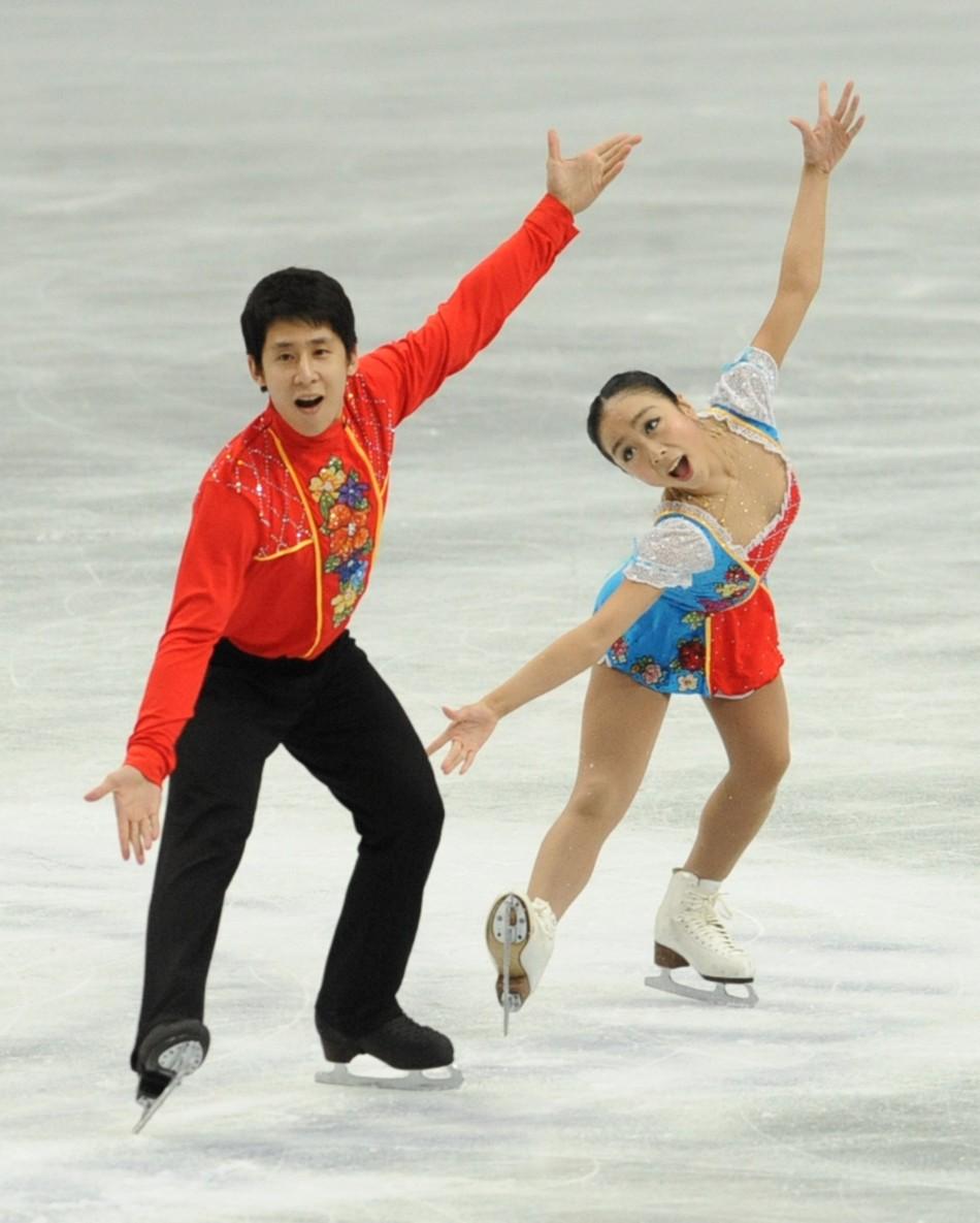"""中国花滑队三亚表演""""冰上芭蕾""""   彭程、金杨等献上精彩的表演"""