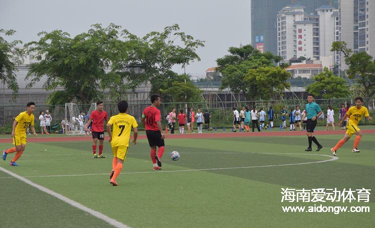 全国运动训练竞赛联盟足球联赛总决赛  海师大足球队夺得亚军
