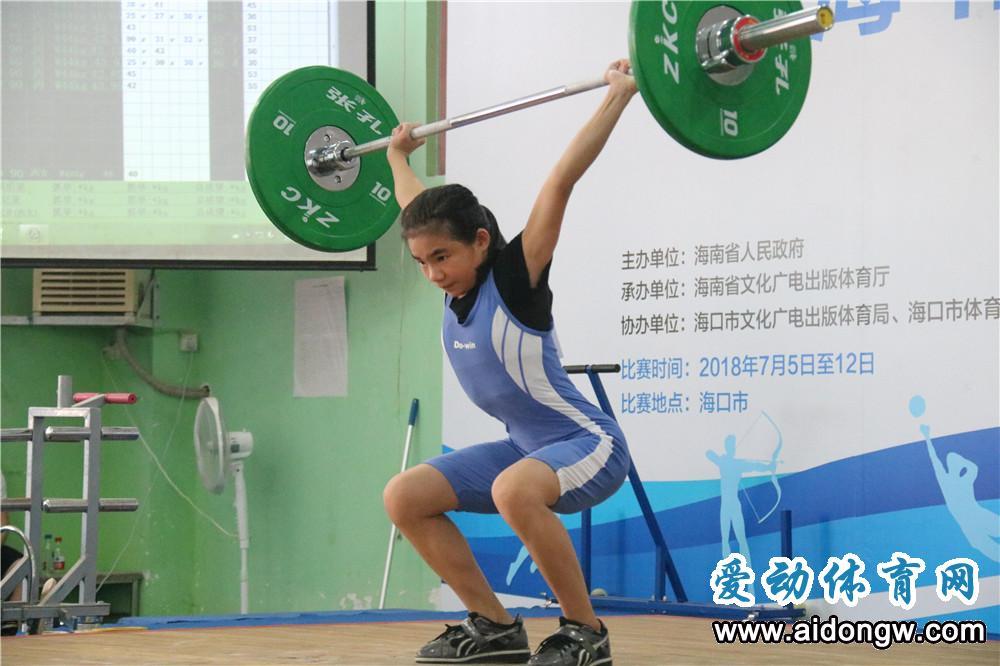 海南省第五届运动会首个竞技项目举行  200多名举重运动员海口展风采