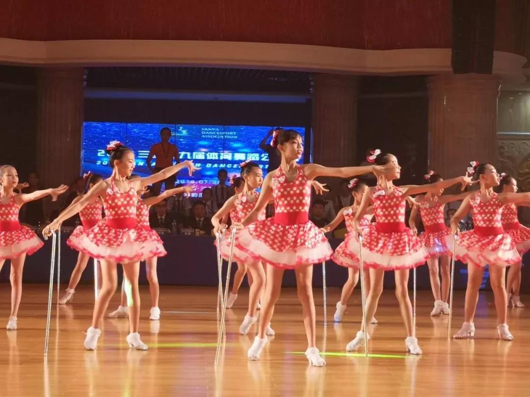 """三亚第九届体育舞蹈公开赛启动 2100余名""""舞林高手""""强强PK"""