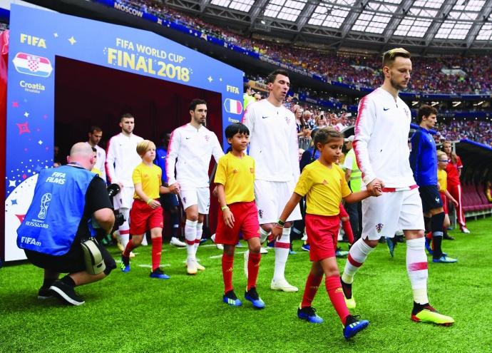 海南姑娘吴优亮相世界杯 牵手克罗地亚世界级前锋曼朱基奇