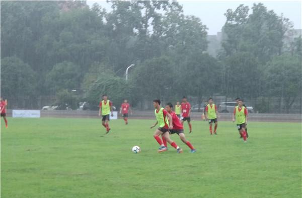 第四届海峡两岸高中校园足球邀请赛 台湾、四川、海南校园足球队开踢