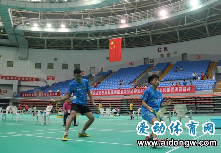 陵水包揽省运会羽毛球赛男女团体两金  教练:这是陵水羽毛球队最具含金量金牌