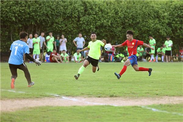2018年海南省青少年足球赛部队企业组开踢  海南港航青年足球队取开门红