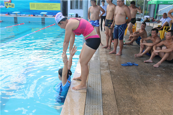 海南省中小学校游泳救生员培训陵水站圆满结课   学有所成学员顺利考核