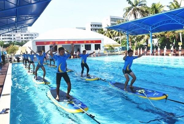海南首届中学生运动会游泳比赛开赛   12市县180多名中学生参赛