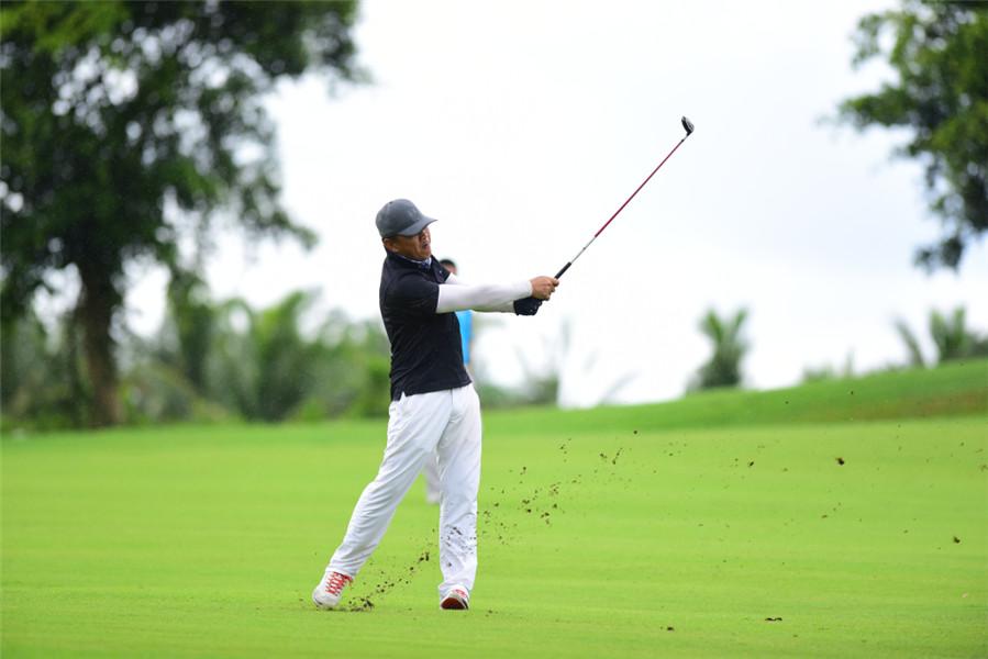 2018全国业余高尔夫超级联赛中心赛区预选赛第五场圆满举办 海大EMBA总裁班高球队获团体冠军