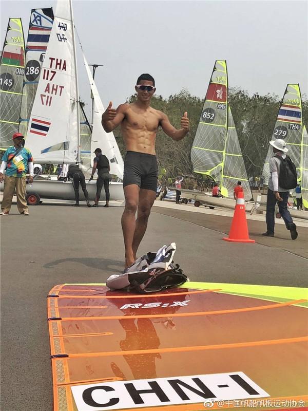 【亚运会】男子帆船RS:X级海南运动员毕焜继续领跑排名榜第一   夺金在望