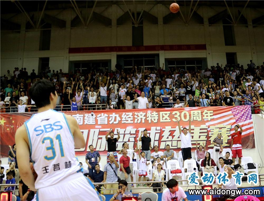 中美国际篮球慈善赛开打 中国福建队击败美国职业联队