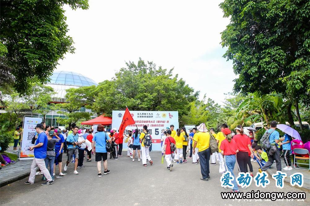 【图集】全国重阳登高健身大会(海南分会场)在保亭举行