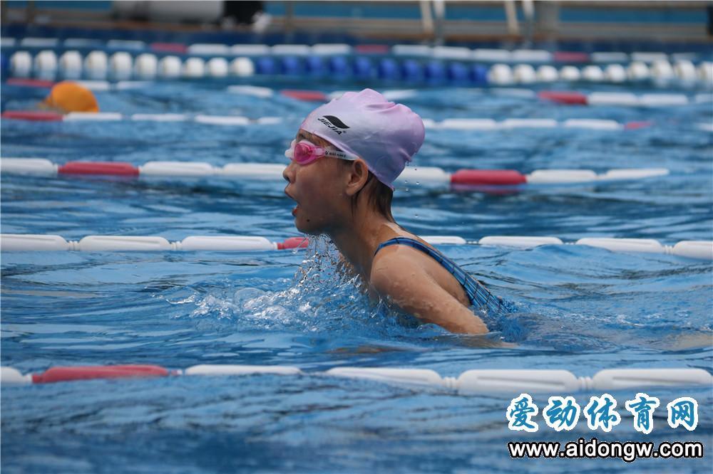 2018海口中小学生业余游泳赛开赛 全省百余名小选手参赛
