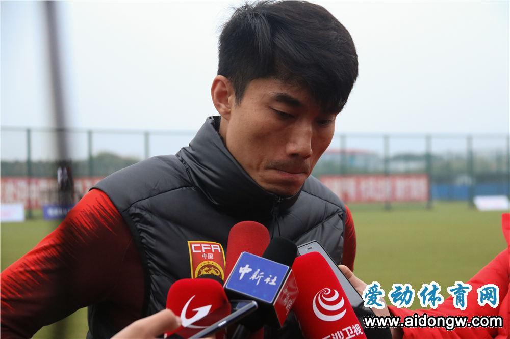 【视频】国足海口集训备战亚洲杯 郑智接受媒体采访